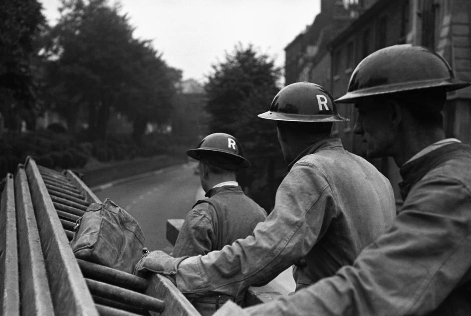 London. Heavy Rescue Squad sent out for a day's work. Life in London during The Blitz of World War II in 1939-40. 1940.