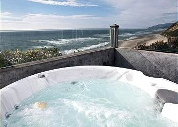 Pirates Lookout Oceanfront W Hot Tub In Lincoln City Hot Tub Beach House Rental Beach Rentals