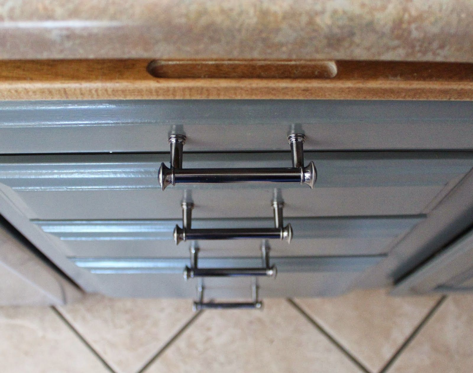 Image Result For Pewter Cabinet Pulls For White Cabinets White Kitchen Makeover Gray And White Kitchen Kitchen Cabinets And Granite