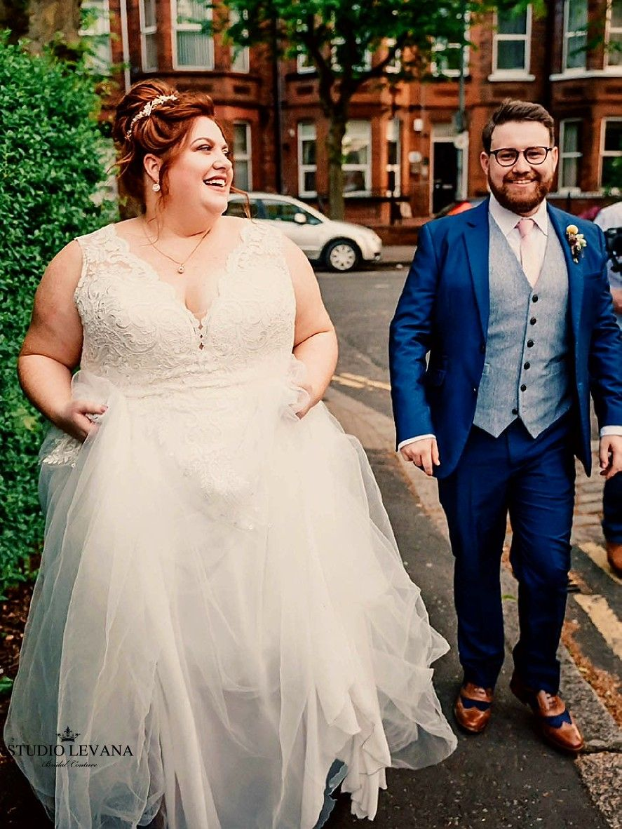 Beautifully Happy Real Plus Size Bride In A Classic Flattering Curvy Wedding Dress With A Flowy Tul Curvy Wedding Dress Curvy Wedding Wedding Dress Long Sleeve [ 1182 x 887 Pixel ]