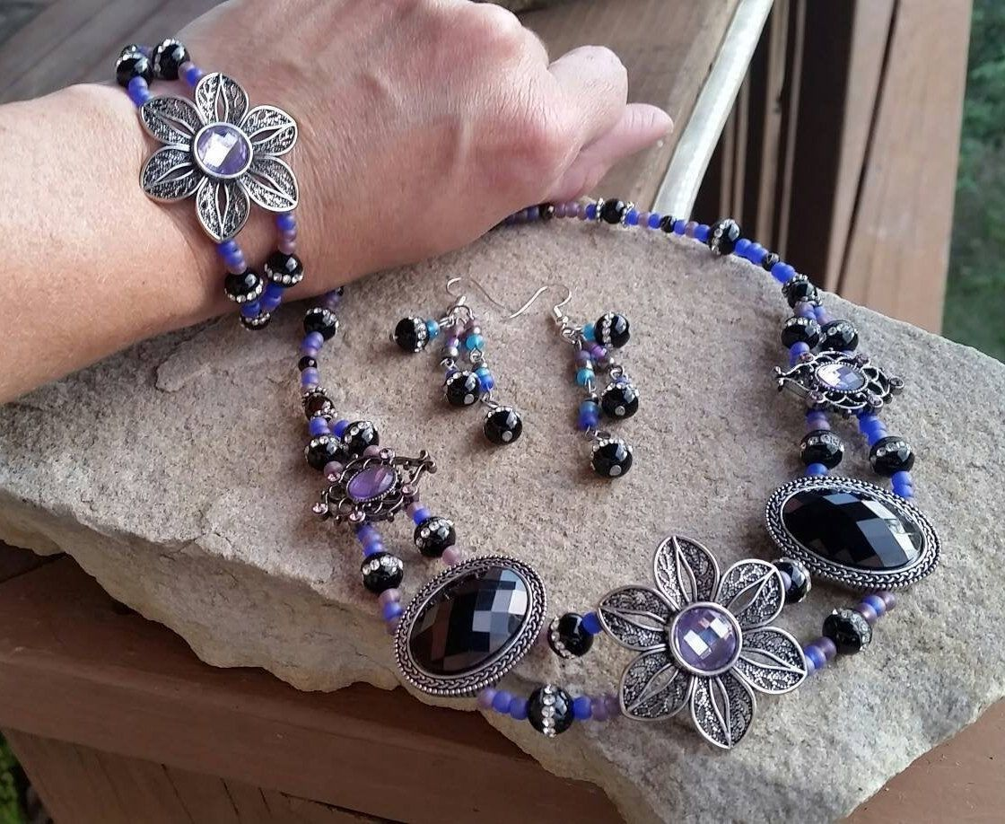 Fun Purple and Black Beaded Necklace and Earrings 0053