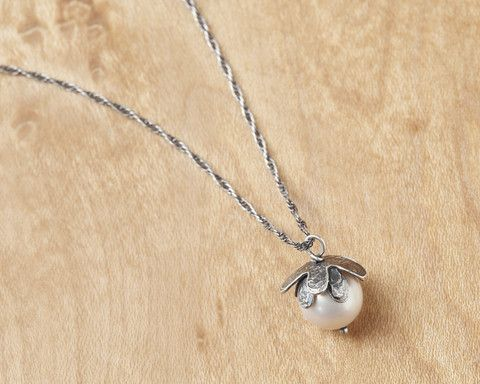 Beautiful handmade daisy flower necklace