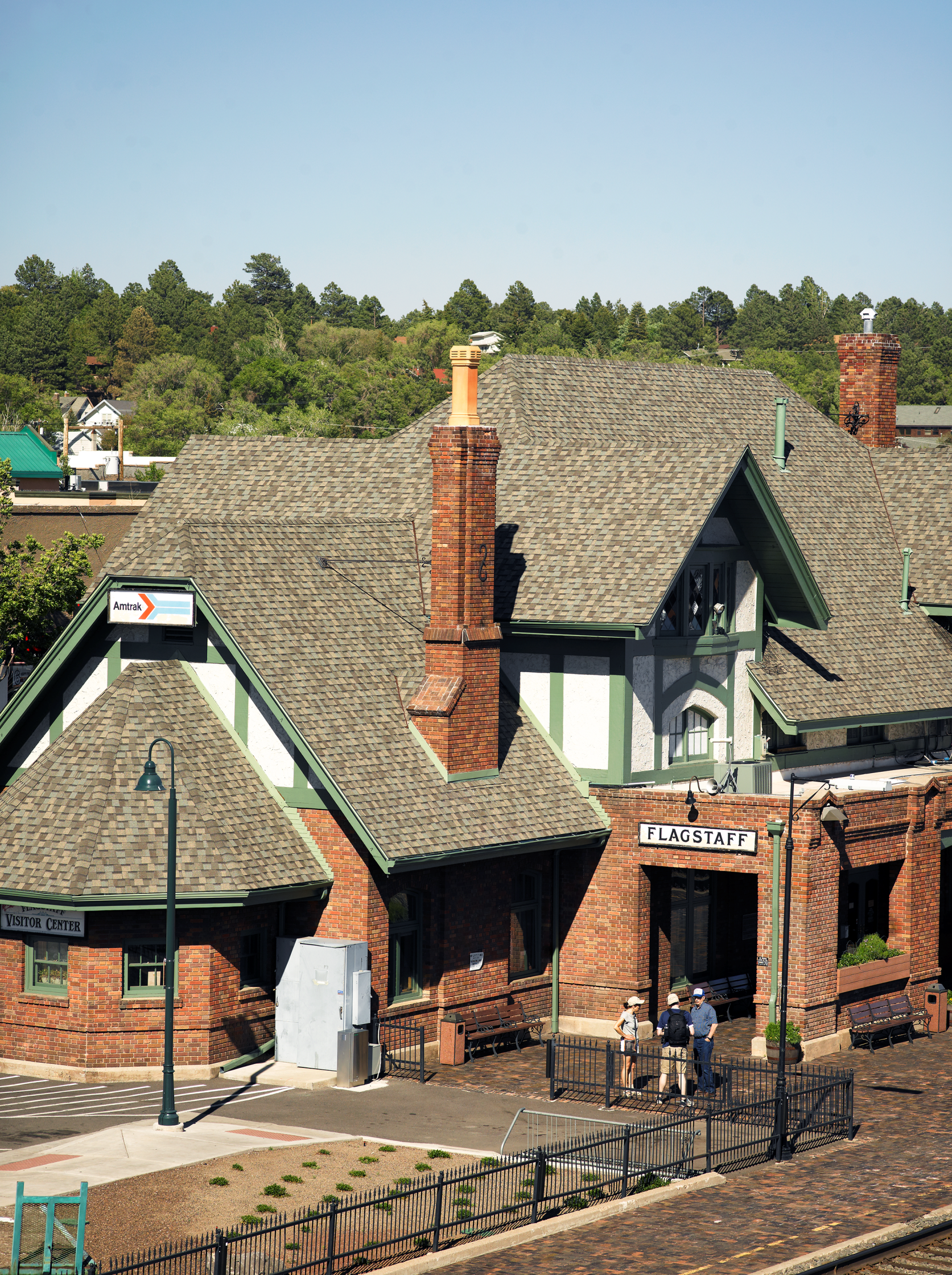 Certainteed Landmark Premium Designer Shingles In Weathered Wood On The Flagstaff Visitor Center And Amtrak Station Roofing Residential Roofing Certainteed