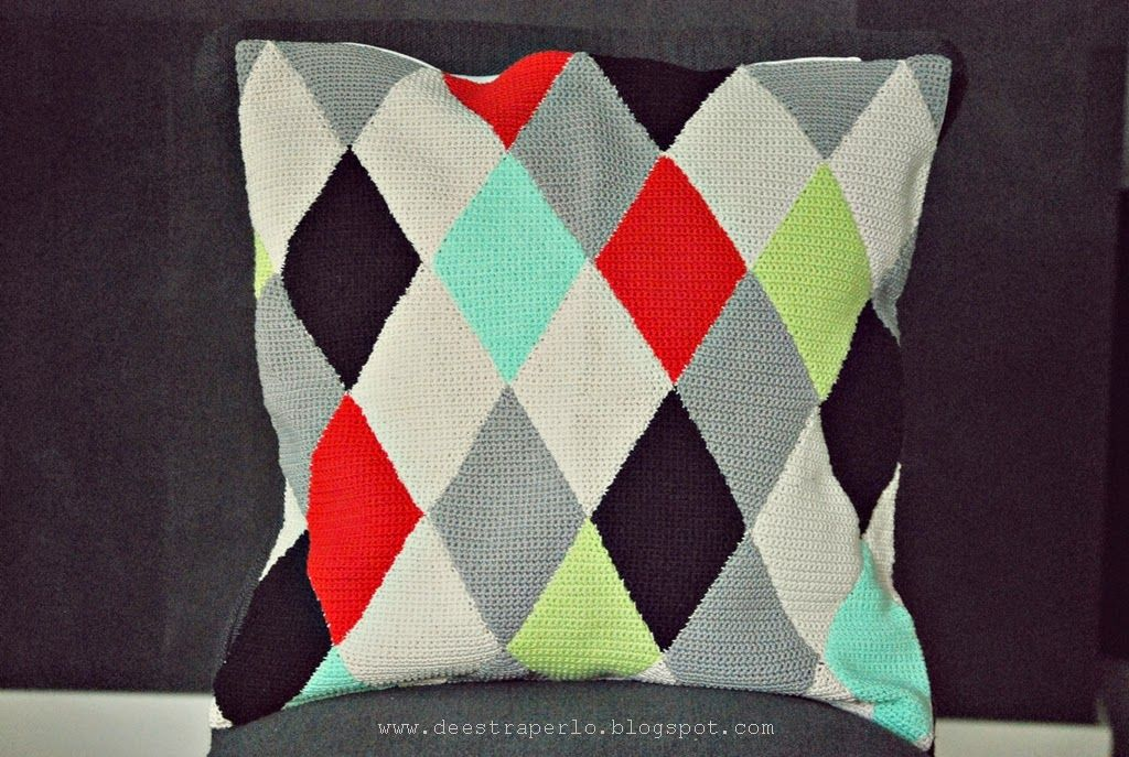 De Estraperlo: My crochet diamonds pillow