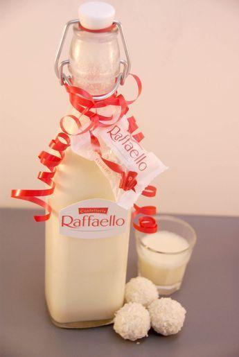 CREMIGER RAFFAELO-LIKÖR - Zutaten: 15 Raffaelos, 300 ml Milch, 70 g Zucker, 250 g Sahne, 200 ml Wodka oder Weizenkorn #simplecocktail