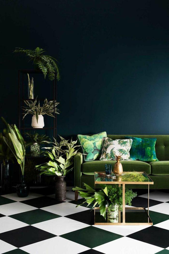 Wohnideen In Grün großes wohnzimmer in dunkelgrün samtsofa in grün umrundet