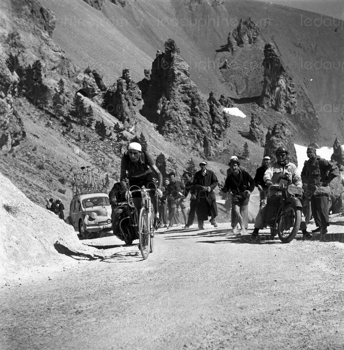 Tour de France 1951. 20^Tappa, 25 luglio. Gap > Briançon. Col d'Izoard. Fausto Coppi (1919-1960)