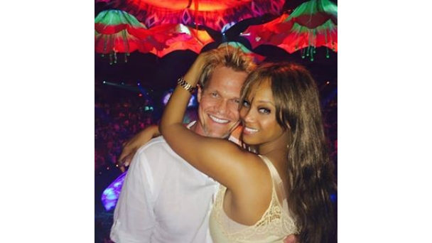 Couplecam Celebs Show Love On Instagram Tyra Banks Tyrabanks Everyone Deserves To Be Loved Like This The Supermodel Mogul Looks Happier Than Ever