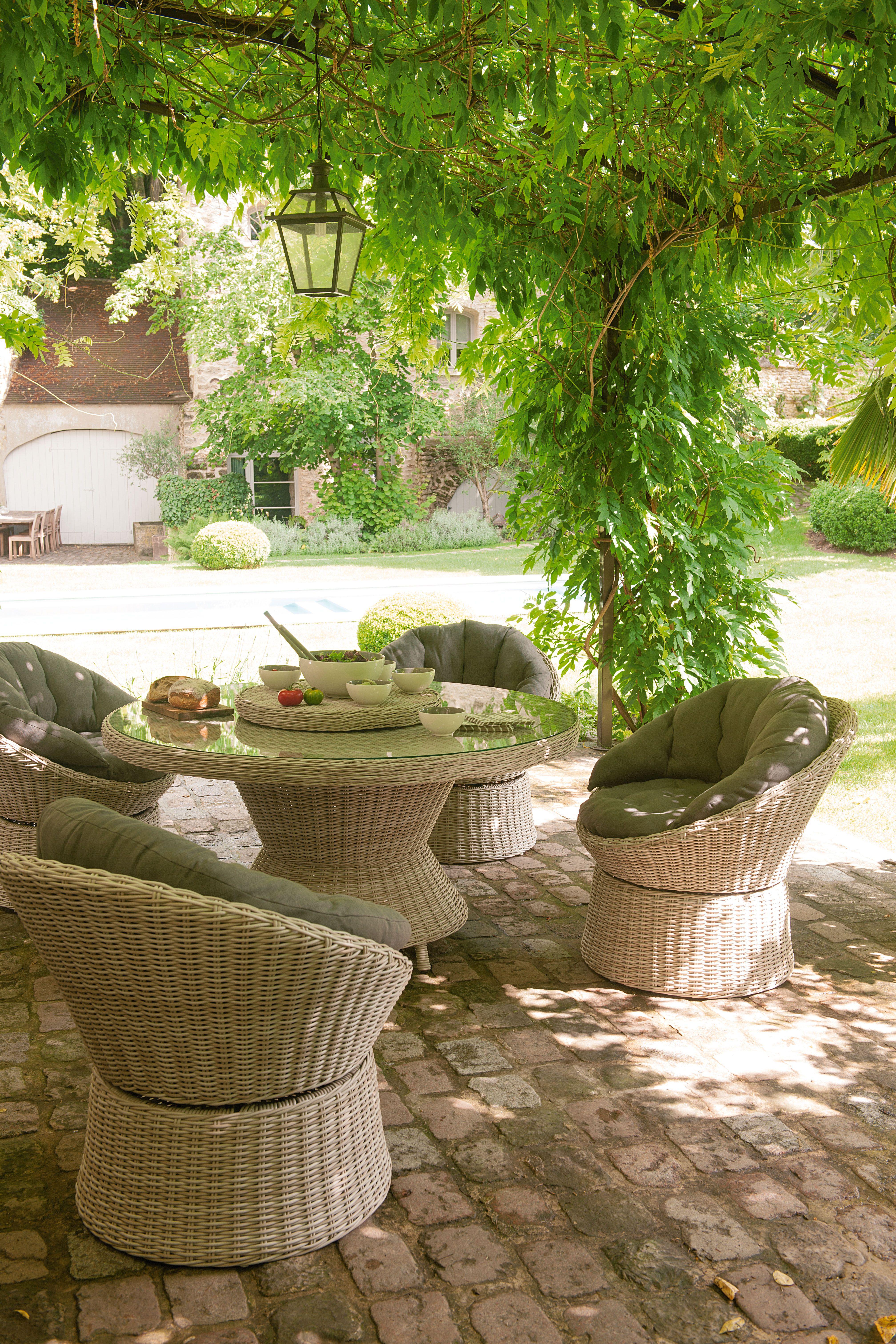 Un salon de #jardin confortable et agréable pour recevoir toute la ...