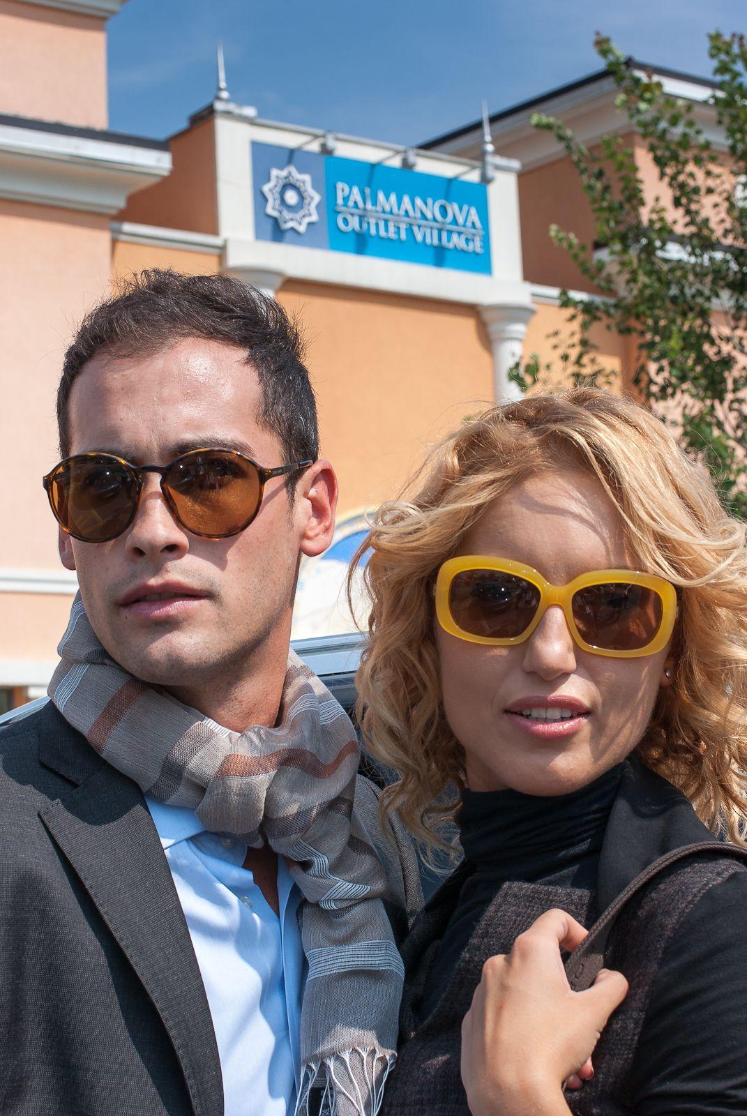 Occhiali donna: Max Mara pr. orginale 170,00 pr. outlet 79,00;  Occhiali uomo: Armani pr. originale 220,00 pr. outlet 119,00