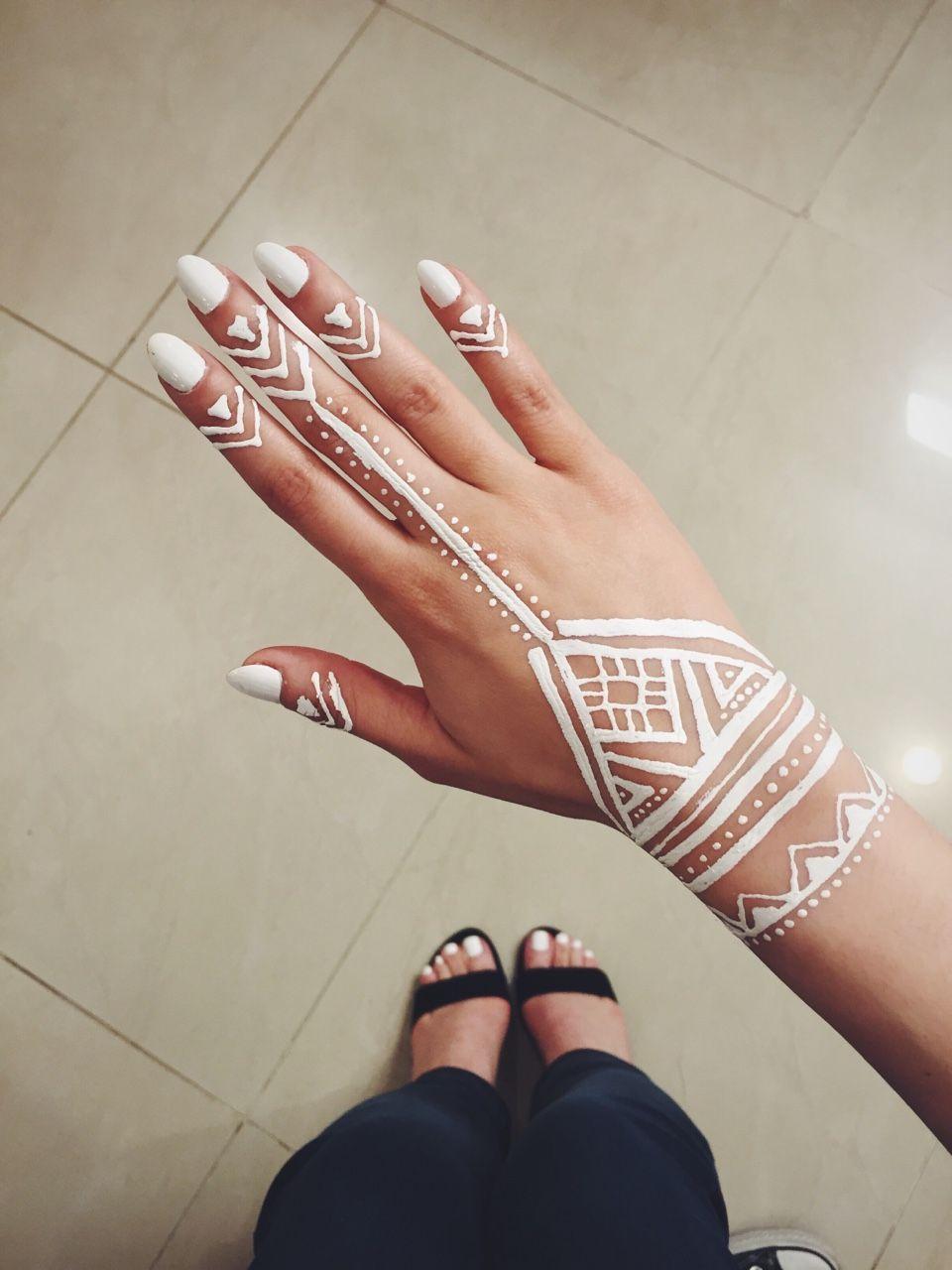 The Vanana Blog Henna Tattoo Hand Henna Tattoo Designs White Henna Designs