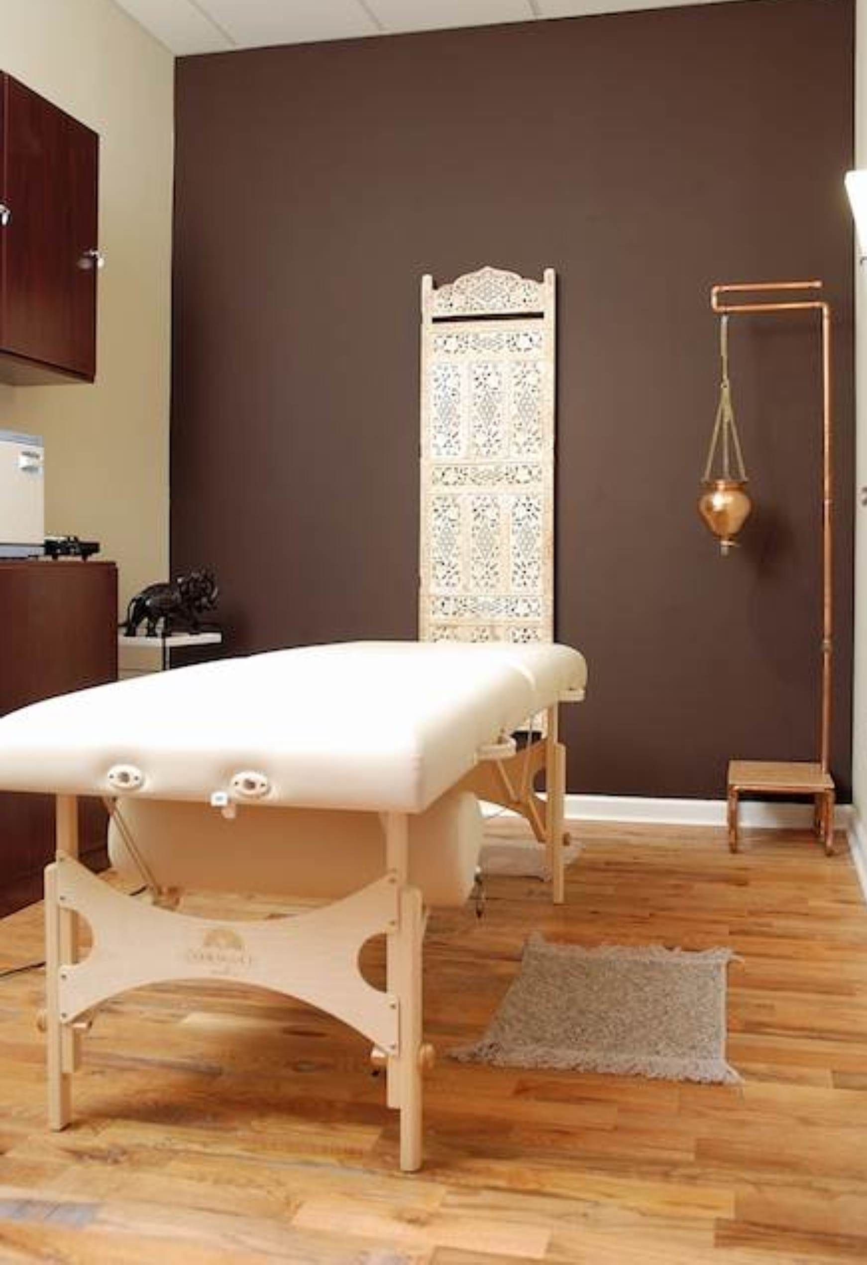 Decorating massage room ideas for the home pinterest for Spa treatment room interior design