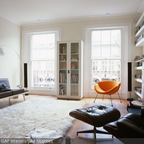 Das klassische Wohnzimmer strahlt durch die Möbel mit dunklem - moderne farbgestaltung wohnzimmer