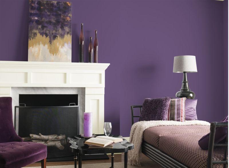 Wandfarben fürs Wohnzimmer lila-weiss-Kamin-klassisch Tv möbel