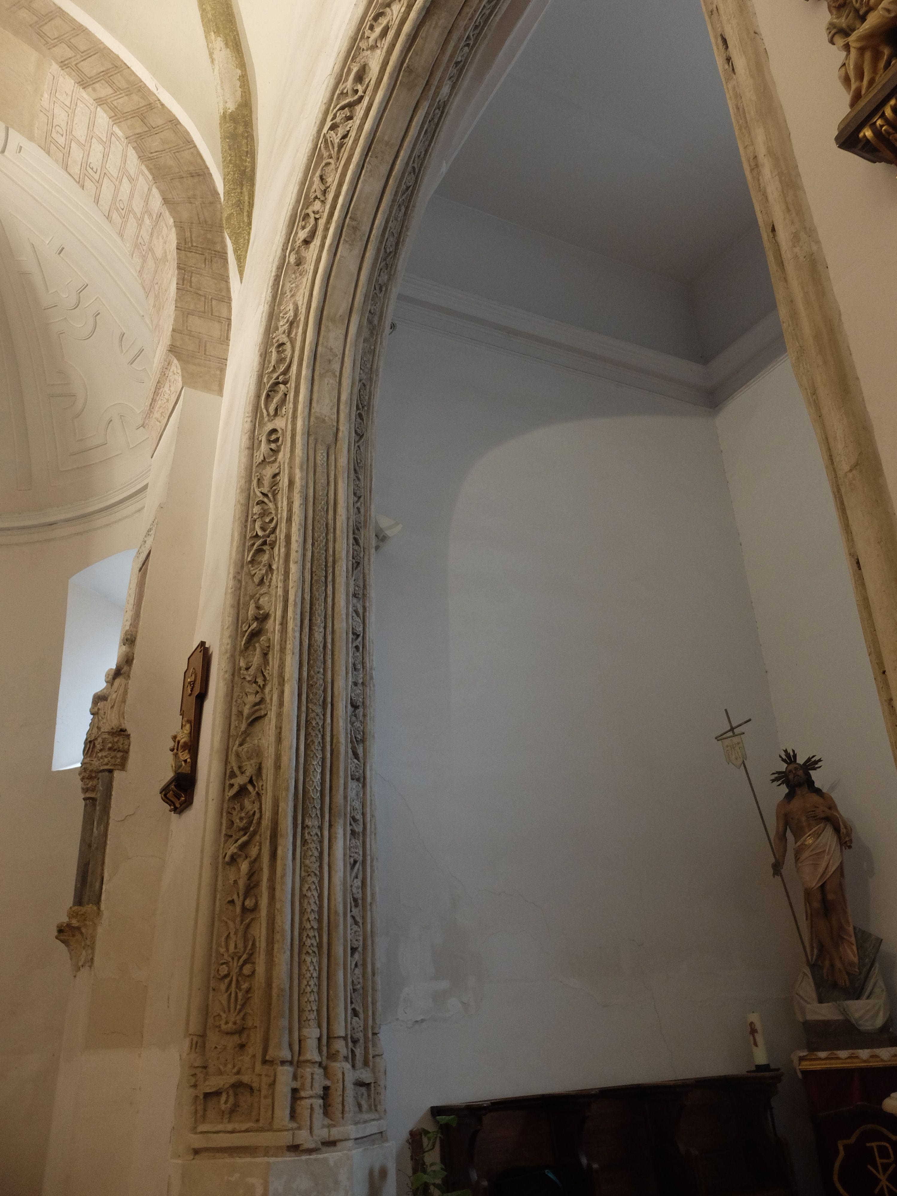 Arco plateresco de entrada a la Capilla del Cristo de la Misericordia o del Rosario.