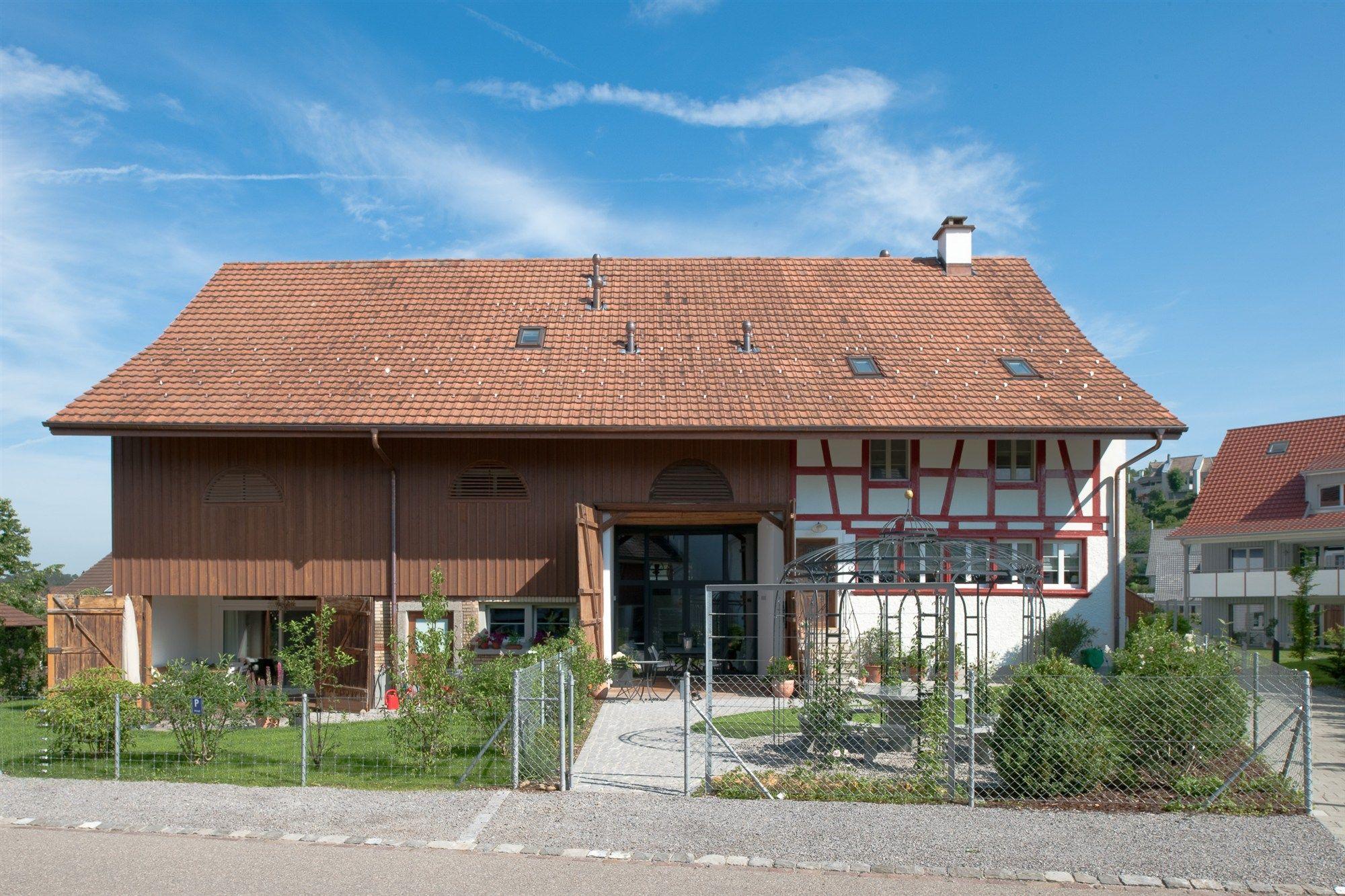 Umbau einer Scheune zum Wohnhaus in Niederbayern Geneigtes Dach Wohnen baunetzwissen Exterior Pinterest