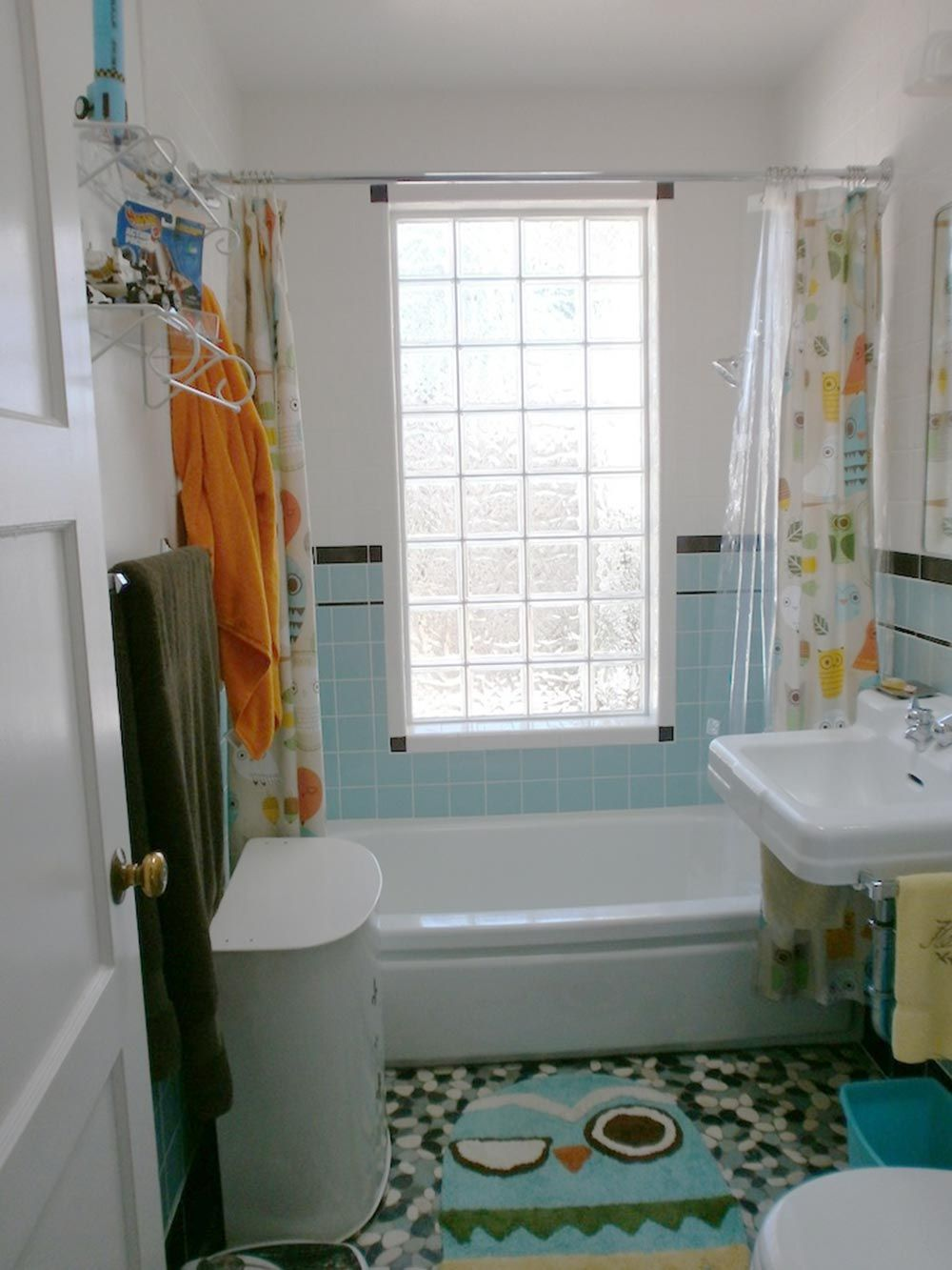 Cindy Waits 28 Years For Her Sunny Retro Bathroom Remodel In 2020 Retro Bathrooms Inexpensive Bathroom Remodel Cheap Bathroom Remodel