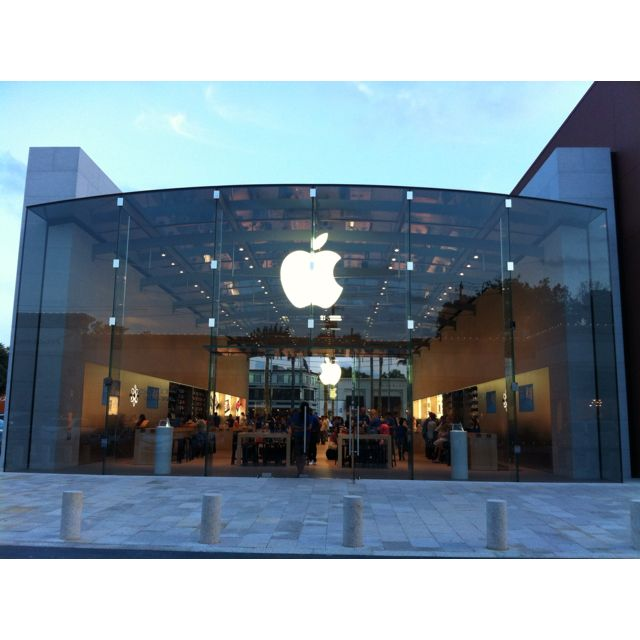 The New Apple Store At Highland Village In Houston Texas Highland Village Village Afton