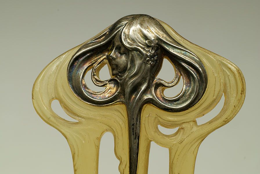 Épingle Art Nouveau style Mucha