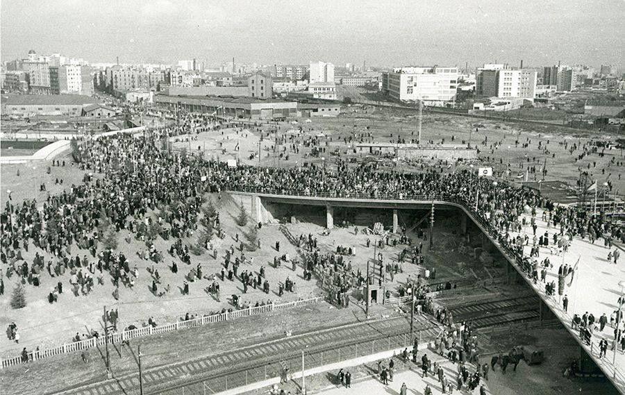 La Plaza De Las Glorias En 1961 En Su Inaguración A Qué Fue Toda Esa Gente Fotos De Barcelona Barcelona Historia De España