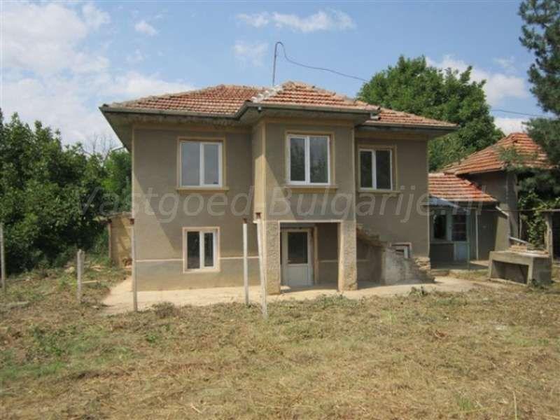 Huis 90m2 met 2 slaapkamers in resen te koop: gedeeltelijk
