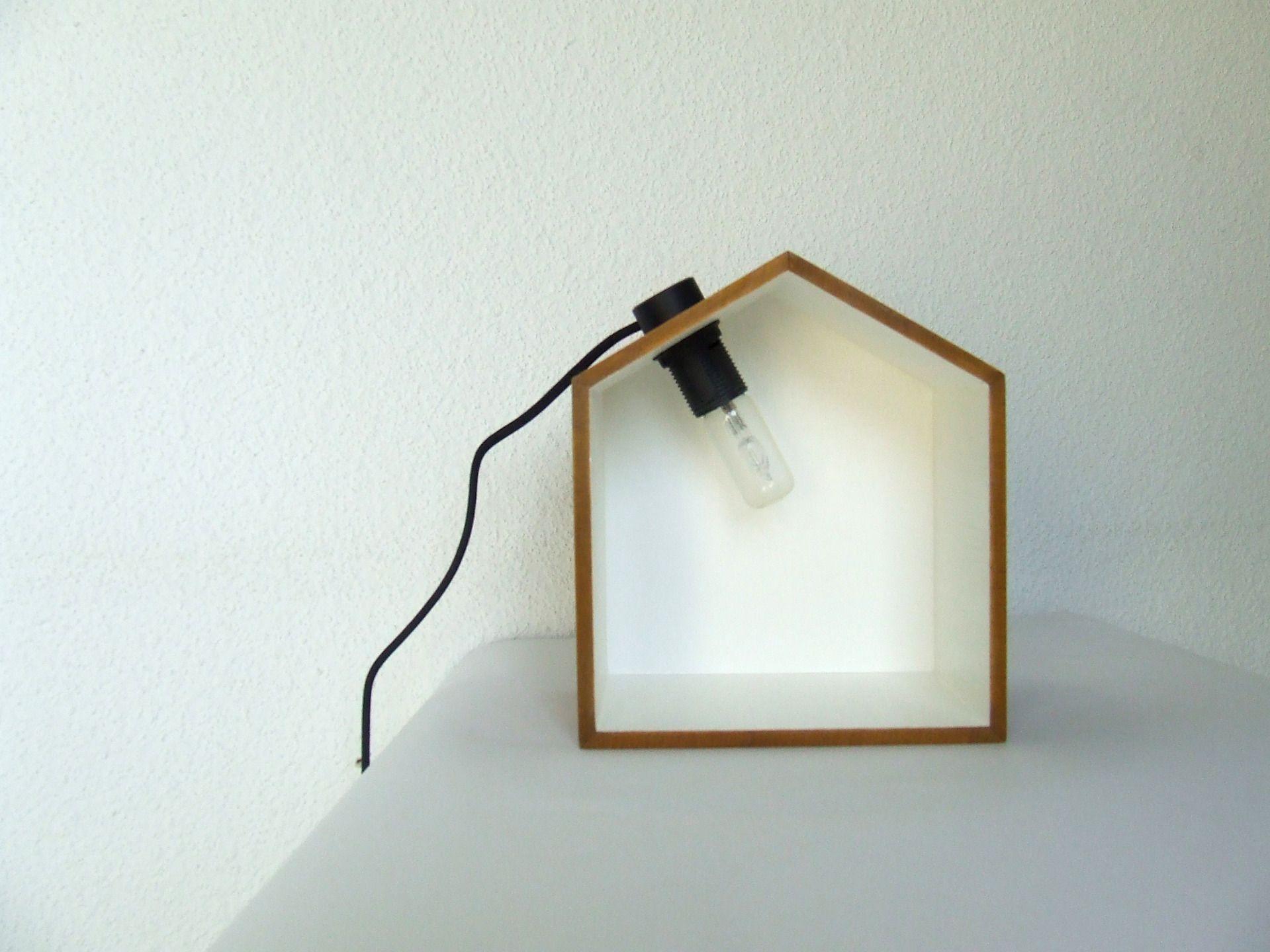 sur commande jolie lampe murale en bois forme cabane sur mesure vos couleurs. Black Bedroom Furniture Sets. Home Design Ideas