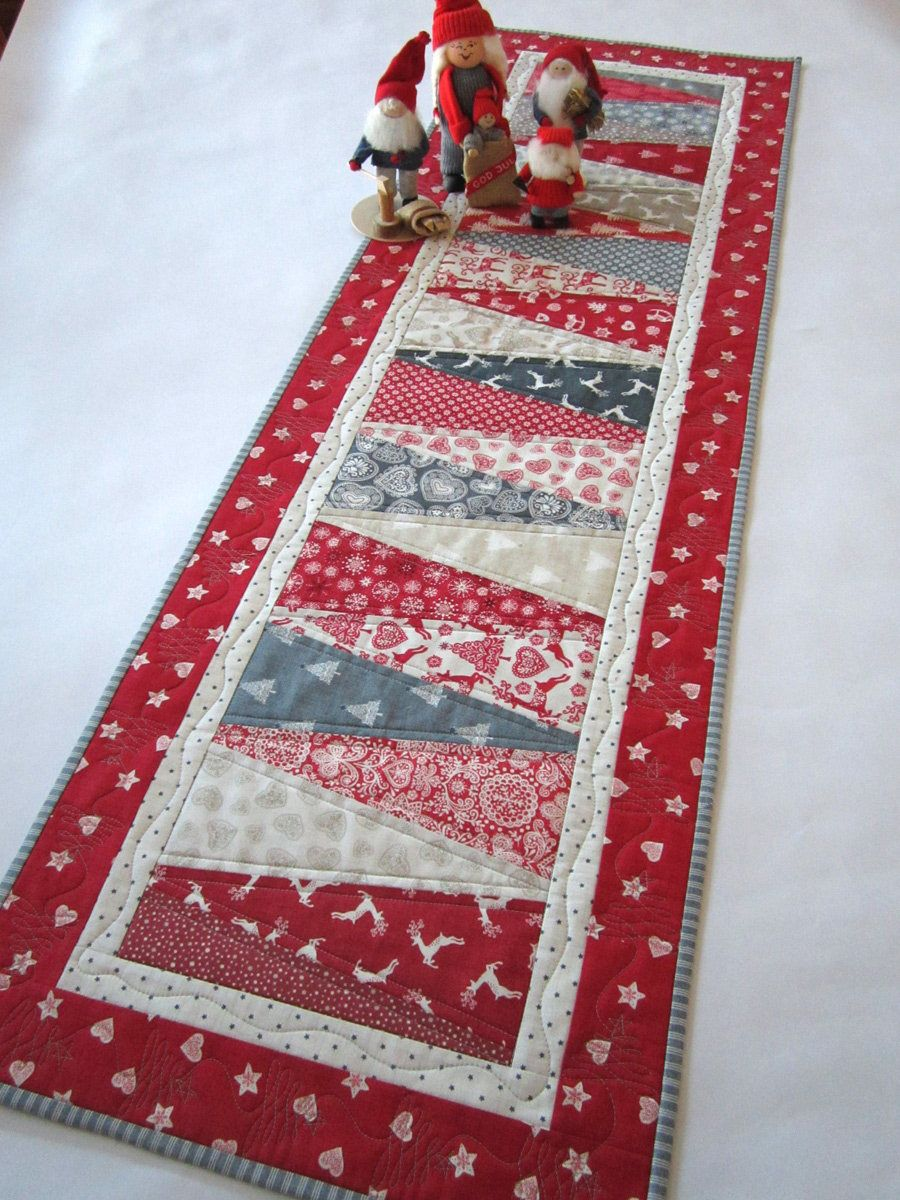 Christmas Table Runner Quilt.Pin By Kim Jordan On Quilt Ideas Quilted Table Runners