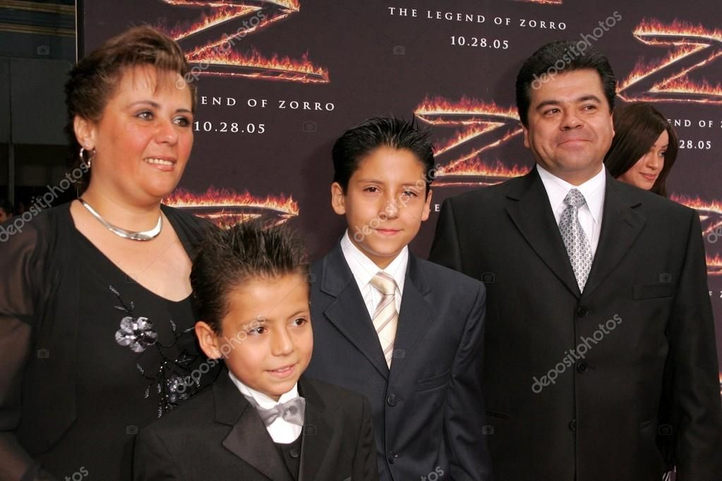Adrian Alonso and family at the premiere of The Legend of Zorro. Orpheum Theater , #AFF, #family, #premiere, #Adrian, #Alonso #AD
