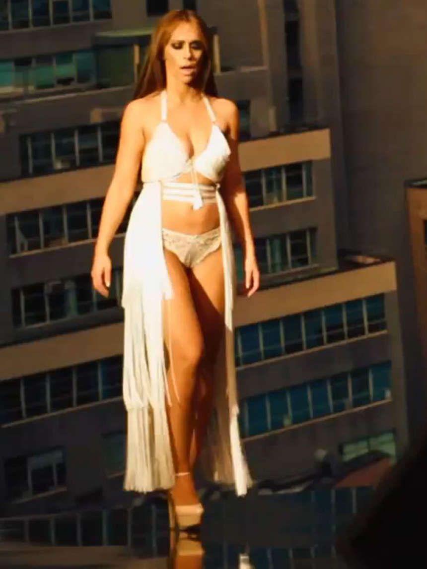 Jennifer amor hewitt sexy bikini