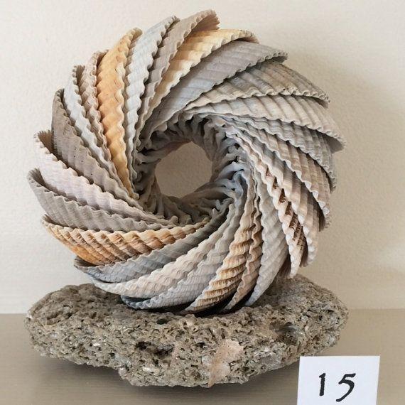 Photo of Herzmuschelschale Kunst / Skulptur auf Sea Stone Base – Edisto Island USA