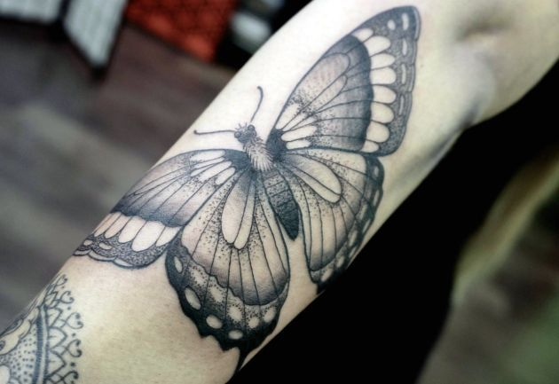 Tatuajes-de-polillas-y-mariposas-en-black-and-grey-2.jpg