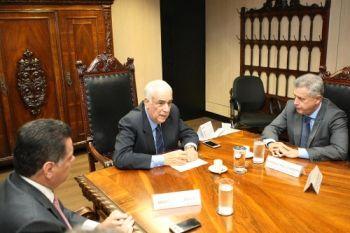 Grupo de trabalho para melhorar transporte no Entorno - http://noticiasembrasilia.com.br/noticias-distrito-federal-cidade-brasilia/2015/02/04/grupo-de-trabalho-para-melhorar-transporte-no-entorno/