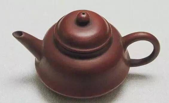 (清)萼圃 折腹孟臣壺 「萼圃」款-十九世紀