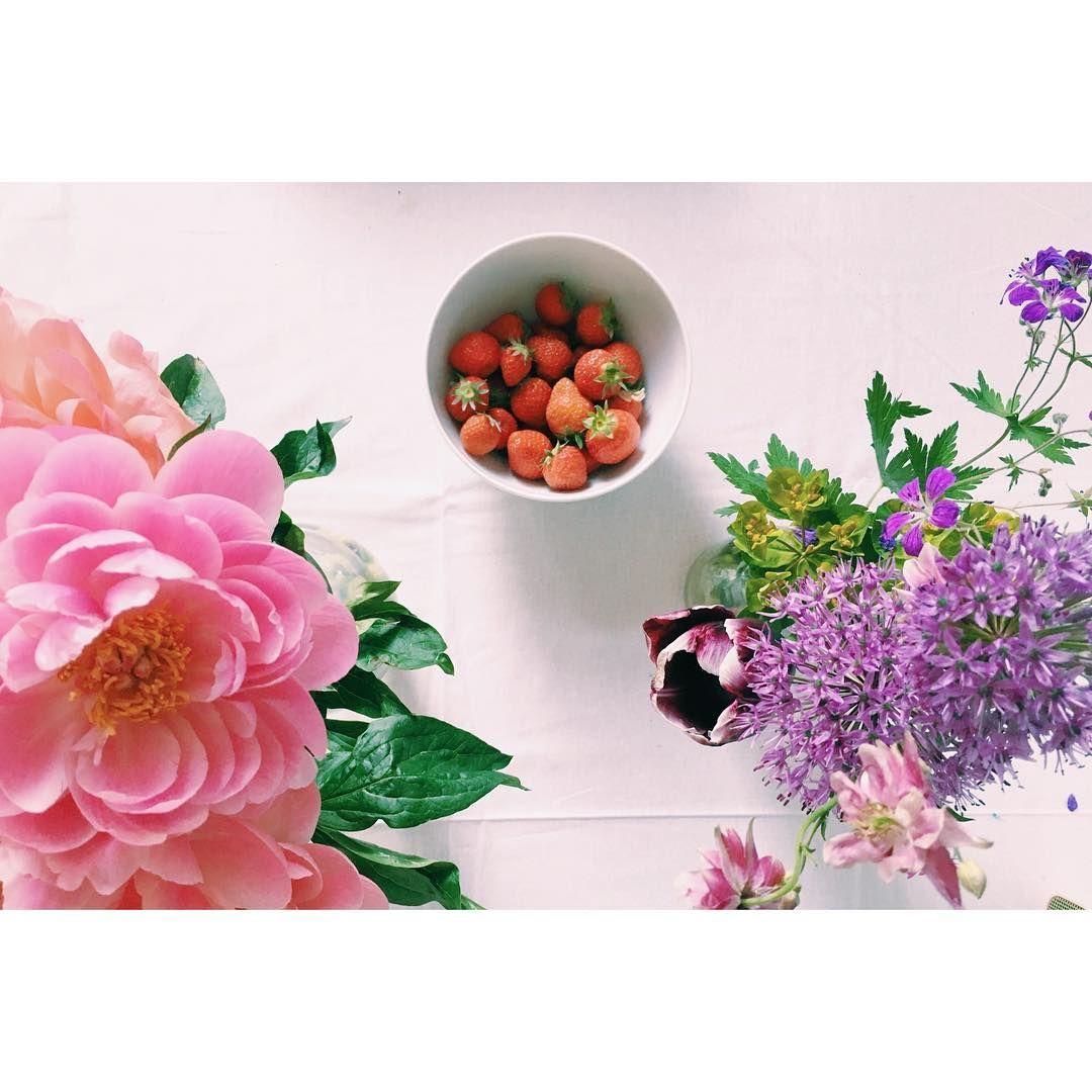 summer summer summer mornings   #bywoolheart #flowers #summer #strawberry #knittersofinstagram #instaknit #strikkedilla #food #foodstagram #stockholmimitthjärta #art #design #vscocam #vscodaily #tuesday #interior #blogger #etsy #dk #sthlm #flowerlovers #inspiration #instagood #handmade #style