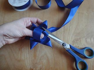 anleitung schleife stern binden. Black Bedroom Furniture Sets. Home Design Ideas