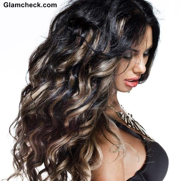 How To Sport Ash Blonde Highlights On Black Curly Hair Pelo