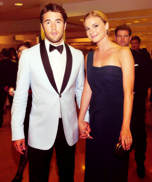 Josh Bowman and Emily VanCamp   celebrity dreams in 2019 ...  Josh Bowman and...