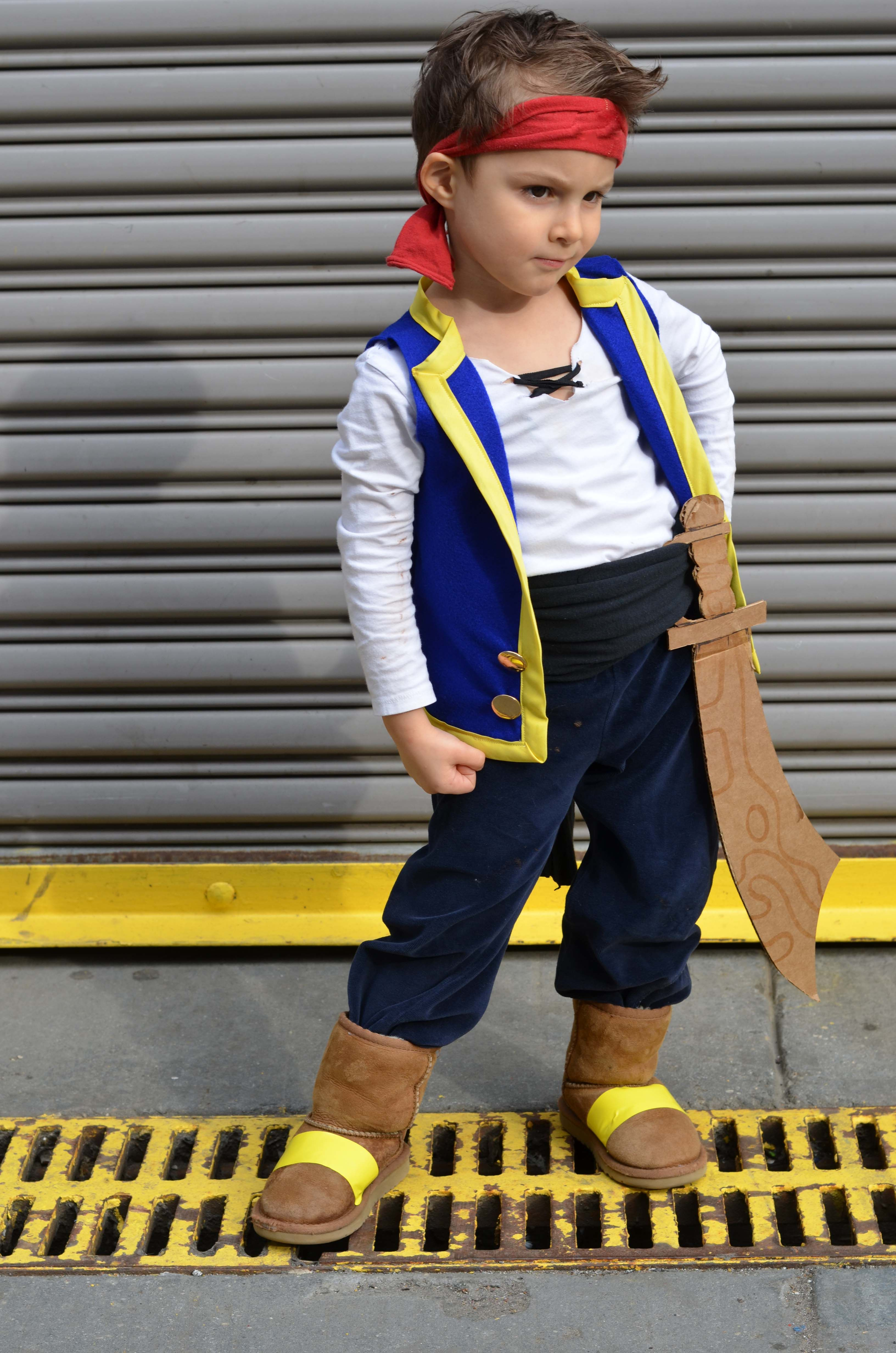 DIY jake costume #diypiratecostumeforkids