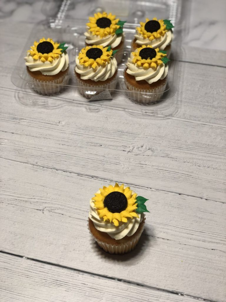 Buttercream Oreo Sunflower Cupcakes | #NeverDoneWithFun #sunflowercupcakes