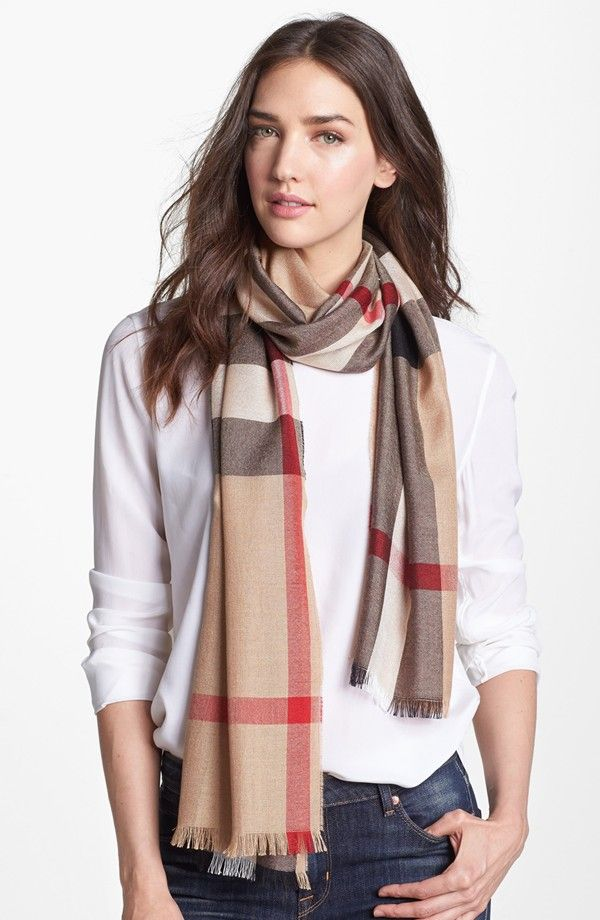Burberry Women Scarf Celebrity   PIN Blogger   Things to wear ... 7680abaeaf