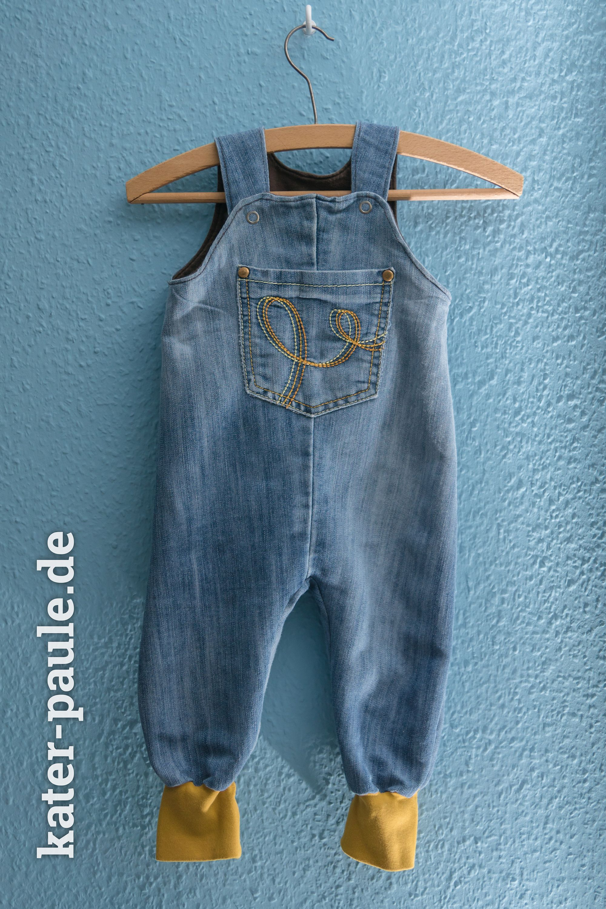 Photo of Papas Altkleider werden zur Babygarderobe – Kater Paule