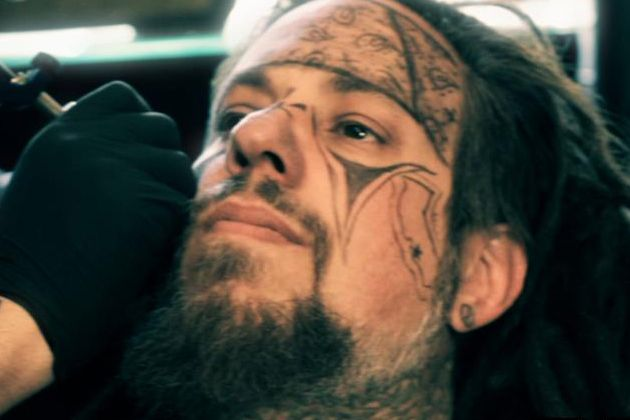 korn bassist fieldy gets face tattooed photo korn face tattoos tattoos korn. Black Bedroom Furniture Sets. Home Design Ideas