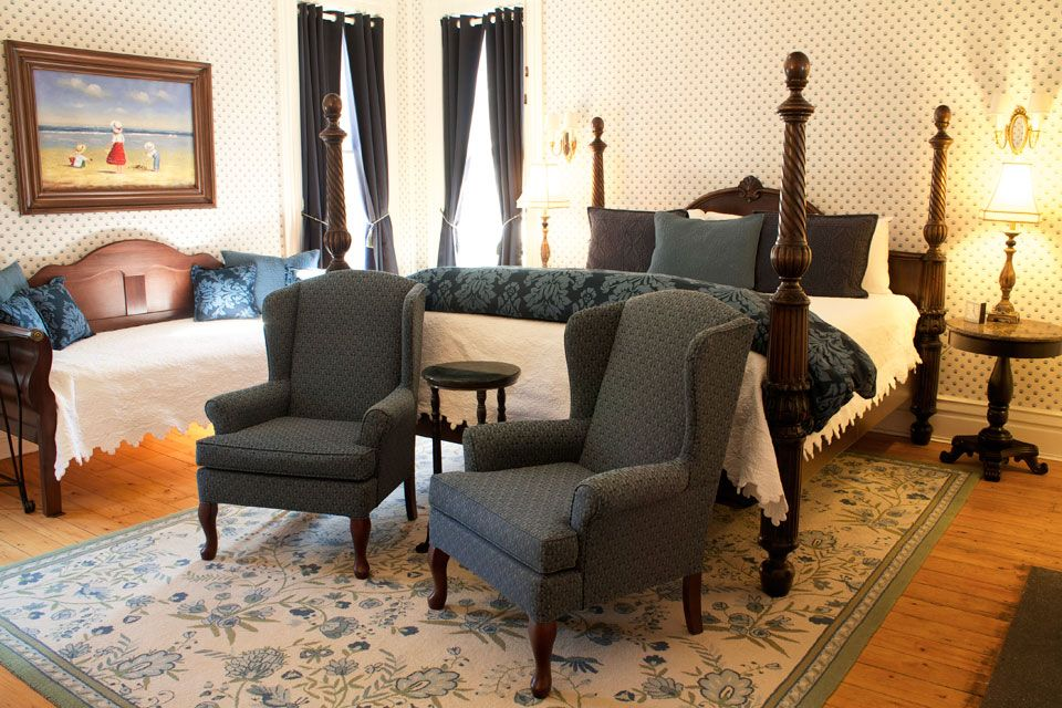 Bedroom of Nantucket Room at Willard Street Inn Room