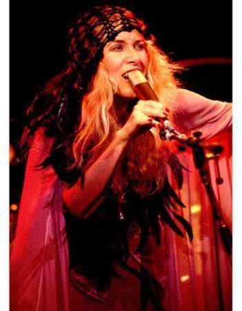 hbz-Stevie-Nicks-head-scarf-5-040611-de-sm