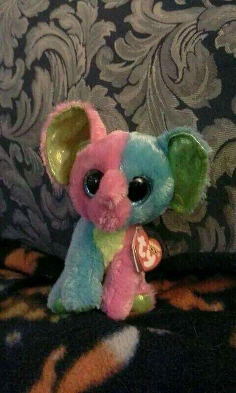 e65c97b8880 this is Ty Beanie Boos Elfie the elephant this is the fifty second of the ty  beanie boos that I own .