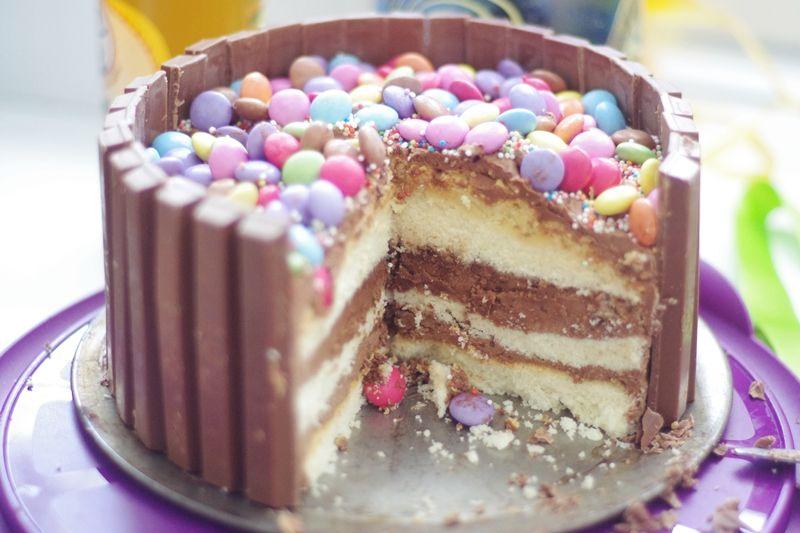Kitkat Torte Ohne Backen : smartie party kitkat schoko torte backen kuchen geburtstagskuchen und schokolade ~ Frokenaadalensverden.com Haus und Dekorationen