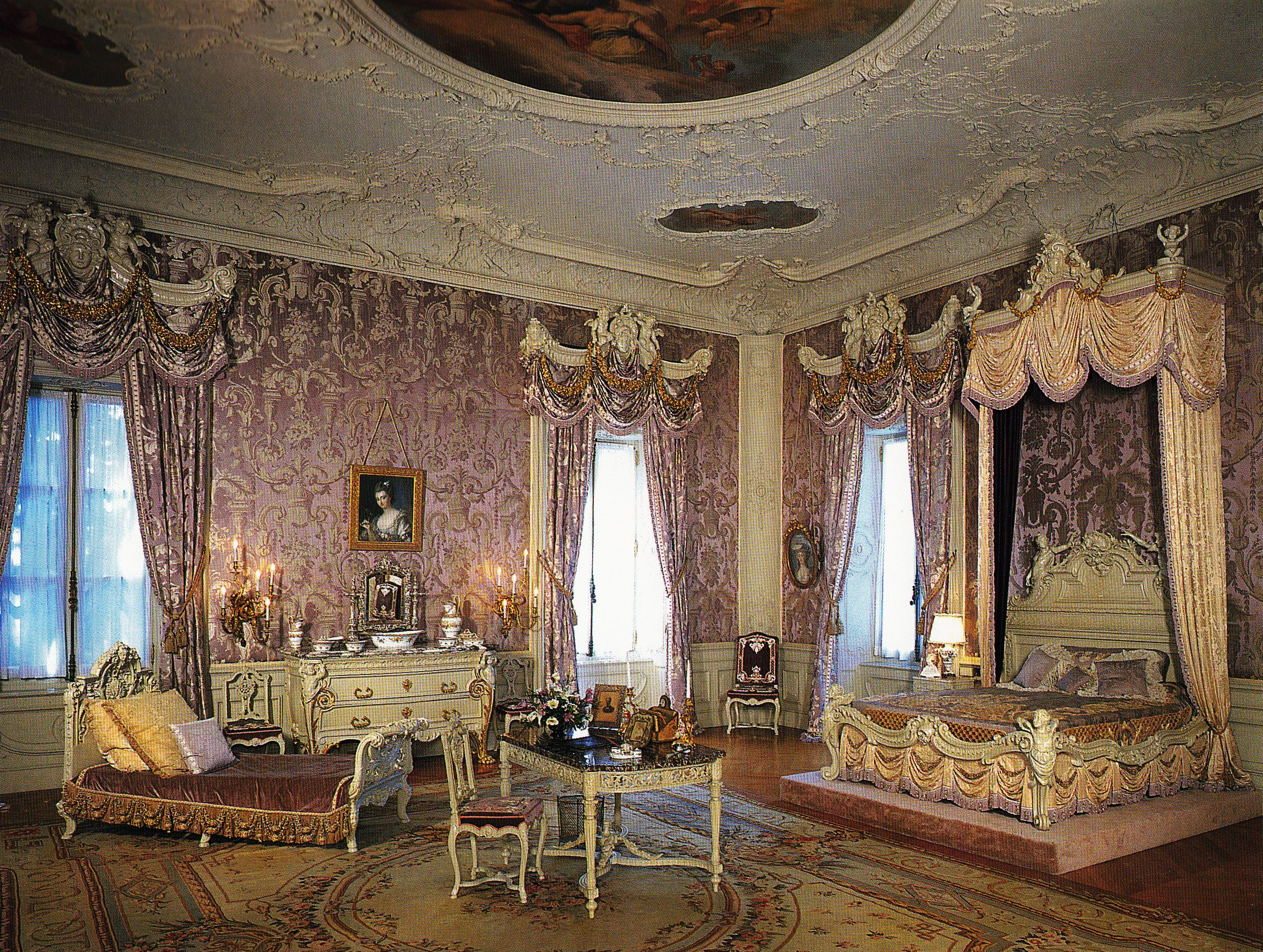 Marble House Mrs Vanderbilt S Lilac Colored Bedroom
