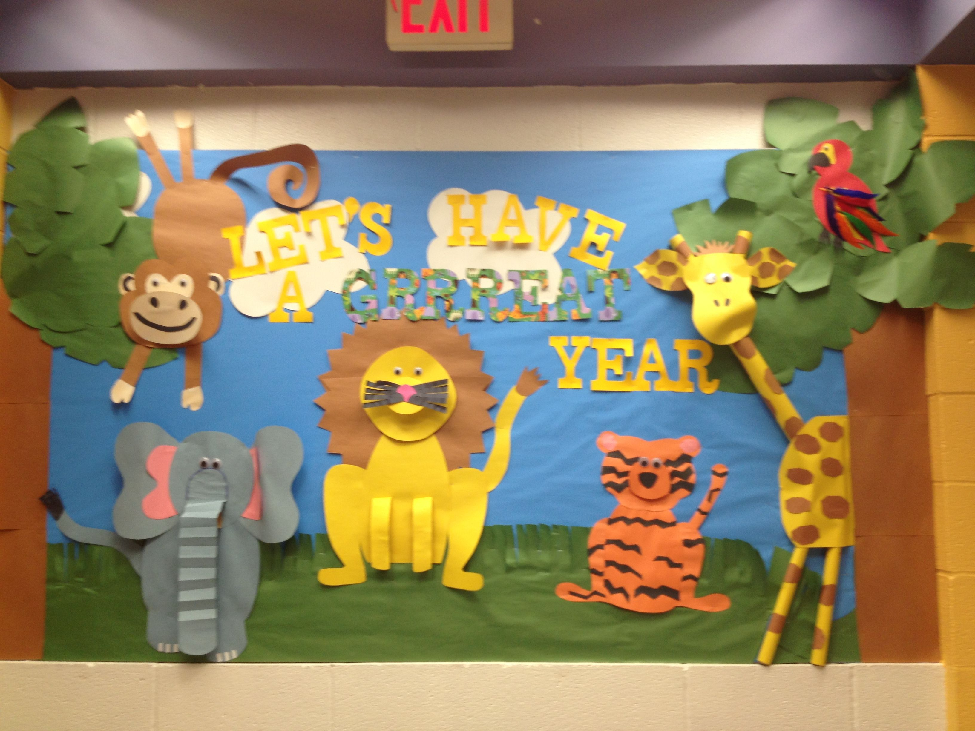 Jungle themed bulletin board by ms schramm bulletin for Animals decoration games