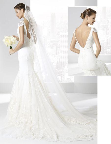 Vestidos de novia con escote pico y falda línea \