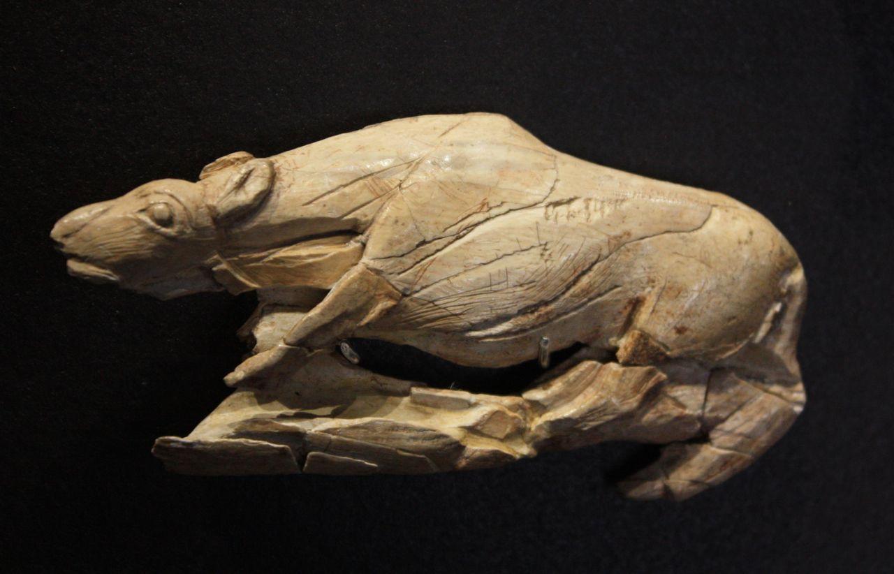 Musée National De Préhistoire Les Eyzies Propulseur Magdalénien Sculpté C Zurchn Paleolithic Art Ancient Art Prehistoric Art